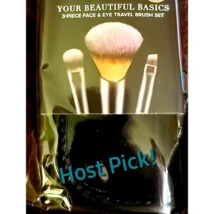 IT Cosmetics Travel Brushes w/ Pouch!! 👝